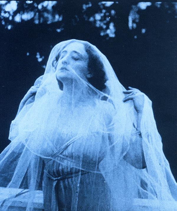 Lyda Borrelli, Fascino Liberty. La rassegna sulla terrazza del MIC