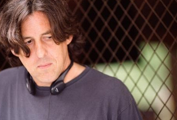 Cameron Crowe rimette mano a Deep Tiki, una commedia ambientata nelle Hawaii