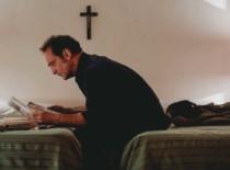 L'apparizione di Xavier Giannoli: la recensione in anteprima