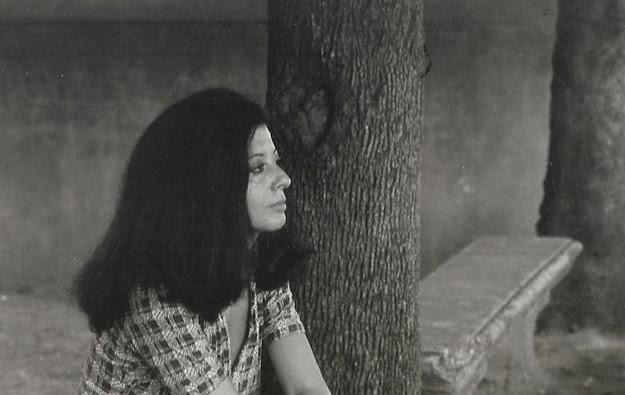 Il mondo in una stanza, Piera Oppezzo poeta di Luciano Martinengo: recensione