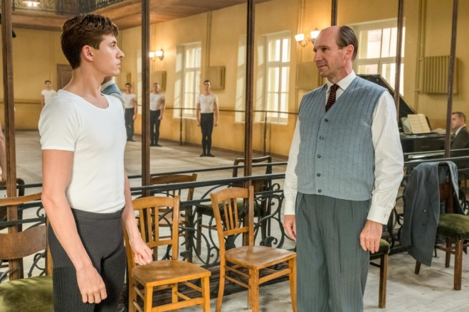 Nureyev – The White Crow di Ralph Fiennes: la recensione