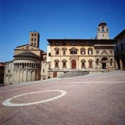piazza_grande_arezzo.jpg