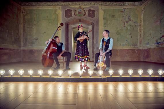 Veronica & The Red Wine Serenaders – The Mexican Dress: la recensione