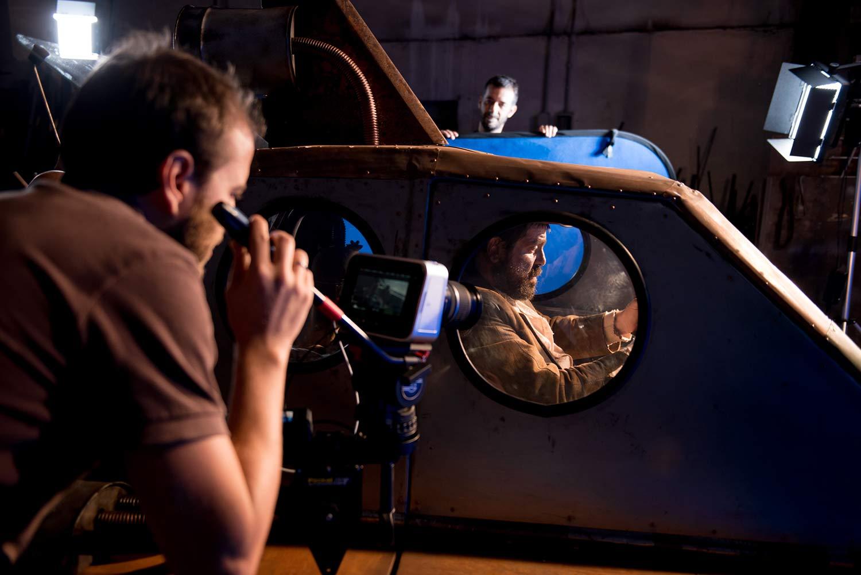 """Luca Taiti e Duccio Burberi (Direttore della fotografia) sul set di """"Bandits On Mars"""". Foto di Silvia Bavetta"""
