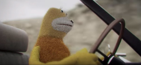 Flat Eric torna in un video di Mr Oizo, ha trovato un'amica? Hand In The Fire