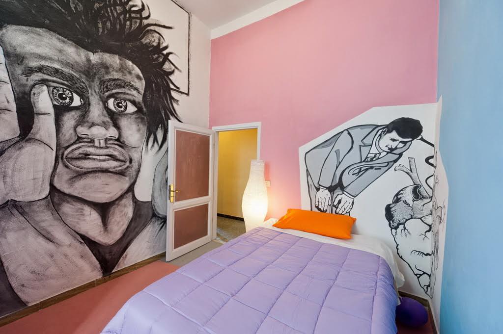 Una delle camere di Ozne Bed and Breakfast, finemente decorate