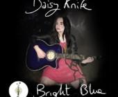 Bright Blue: l'esordio di Daisy Knife, artista fiorentina naturalizzata inglese