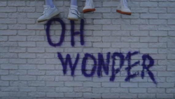 Oh Wonder – Hallelujah, il video di Gregory Ohrel: pianosequenza, coreografia, mutazione.