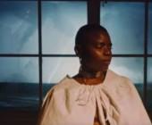 Vagabon – In A Bind – il videoclip di Maegan Houang: la casa che si sgretolava